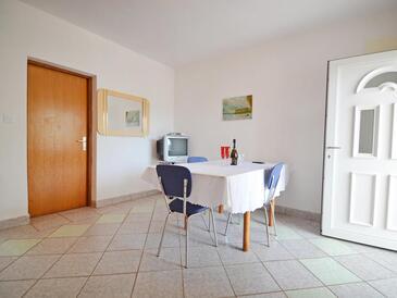 Povljana, Jídelna v ubytování typu apartment, domácí mazlíčci povoleni a WiFi.