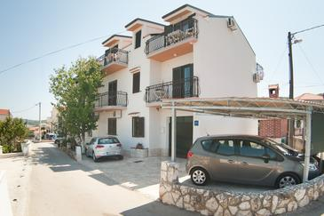 Slatine, Čiovo, Property 12176 - Apartments near sea with pebble beach.