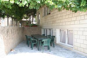 Apartamenty z parkingiem Omis - 12194