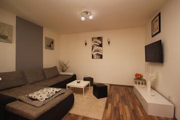 Šišan, Obývací pokoj v ubytování typu apartment, dostupna klima i WIFI.