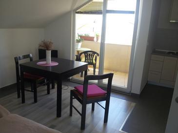 Vodice, Dining room in the studio-apartment, (pet friendly) and WiFi.