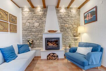 Osor, Obývací pokoj v ubytování typu house, s klimatizací, domácí mazlíčci povoleni a WiFi.