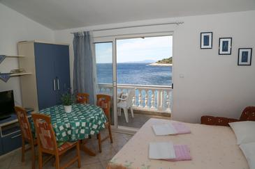 Milna, Dining room in the apartment, air condition available and WiFi.