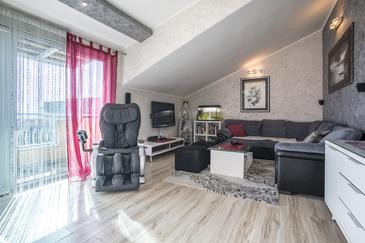 Split, Woonkamer in the apartment, air condition available, (pet friendly) en WiFi.