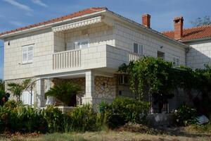 Apartmani uz more Postira, Brač - 12291