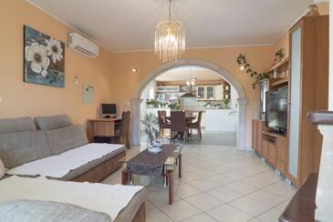 Grubine, Obývací pokoj v ubytování typu house, s klimatizací a WiFi.