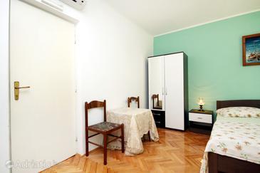 Jelsa, Dining room in the studio-apartment, dopusteni kucni ljubimci i WIFI.