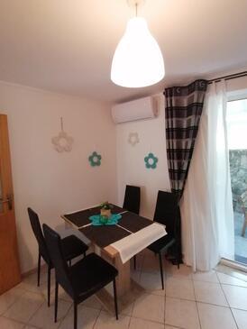Crikvenica, Столовая в размещении типа apartment, доступный кондиционер и WiFi.