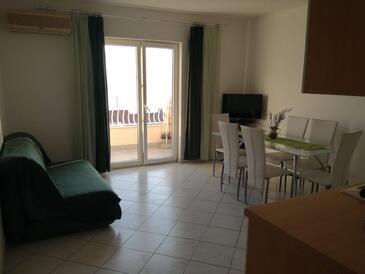 Podgora, Obývacia izba v ubytovacej jednotke apartment, dostupna klima i WIFI.