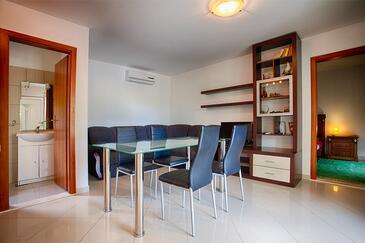 Komiža, Obývacia izba v ubytovacej jednotke apartment, dostupna klima, dopusteni kucni ljubimci i WIFI.
