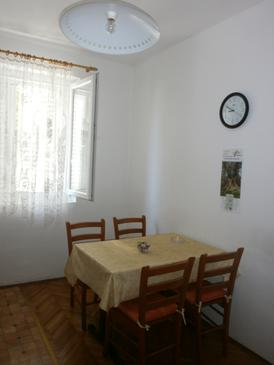 Podgora, Dining room in the apartment, (pet friendly) and WiFi.