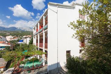 Podgora, Makarska, Szálláshely 12326 - Apartmanok a tenger közelében kavicsos stranddal.
