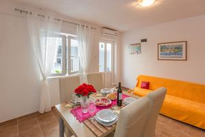 Apartmaji s parkingom Makarska - 12336