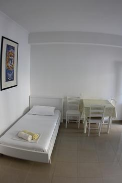 Hvar, Dining room in the studio-apartment, (pet friendly) and WiFi.