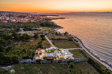Supetar, Brač, Объект 12371 - Дом для отдыха вблизи моря со скалистым пляжем.