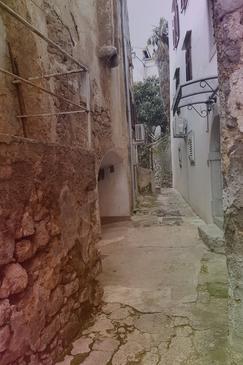Lovran, Opatija, Szálláshely 12379 - Apartmanok a tenger közelében kavicsos stranddal.
