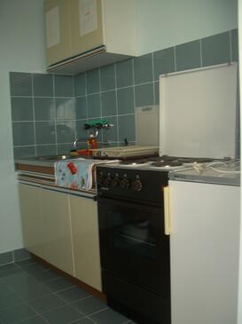 Brodarica, Kitchen in the studio-apartment, WiFi.