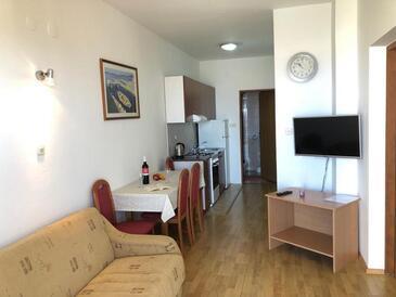 Mandre, Dnevni boravak u smještaju tipa apartment, dostupna klima i WiFi.