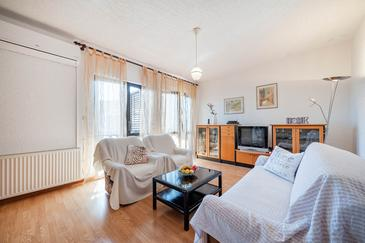 Zaton, Woonkamer in the apartment, air condition available en WiFi.