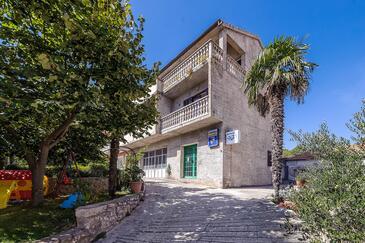 Zaton, Krka, Objekt 12416 – Apartmaji v bližini morja.