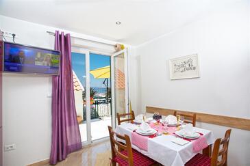 Baška Voda, Salle à manger dans l'hébergement en type apartment, WiFi.