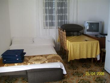 Bilo, Salle à manger dans l'hébergement en type apartment, climatisation disponible et WiFi.