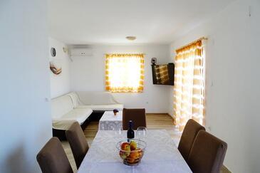 Zaklopatica, Wohnzimmer in folgender Unterkunftsart apartment, Klimaanlage vorhanden, Haustiere erlaubt und WiFi.