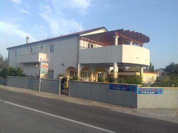 Seline, Paklenica, Объект 12460 - Апартаменты с галечным пляжем.