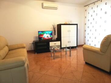 Rovinj, Living room in the apartment, air condition available and WiFi.