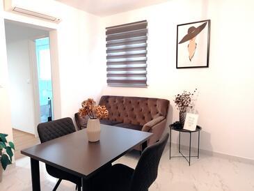 Rovinj, Jídelna v ubytování typu studio-apartment, WiFi.