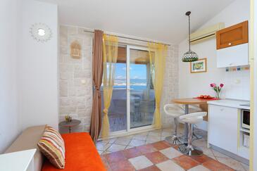 Okrug Donji, Obývacia izba v ubytovacej jednotke apartment, klimatizácia k dispozícii, domáci miláčikovia povolení a WiFi.