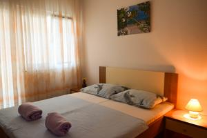Apartmanok parkolóhellyel Pirovac (Sibenik) - 12508