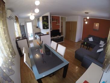 Omiš, Dnevna soba v nastanitvi vrste apartment, Hišni ljubljenčki dovoljeni in WiFi.