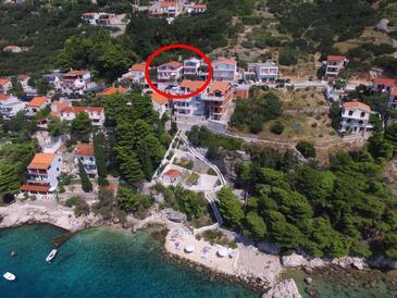 Pisak, Omiš, Property 12545 - Apartments near sea with pebble beach.