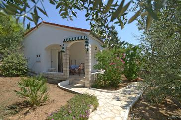 Mandre, Pag, Property 12567 - Apartments by the sea.