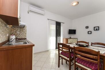 Rtina - Stošići, Jedáleň v ubytovacej jednotke apartment, dostupna klima i WIFI.