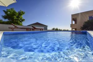 Family friendly apartments with a swimming pool Rtina - Stošići (Zadar) - 12581