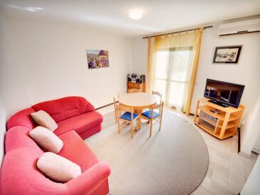 Grebaštica, Obývací pokoj v ubytování typu apartment, s klimatizací.