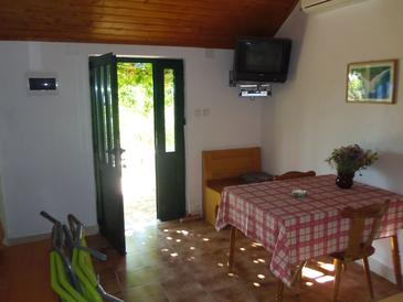 Bol, Dining room in the house, air condition available, (pet friendly) and WiFi.