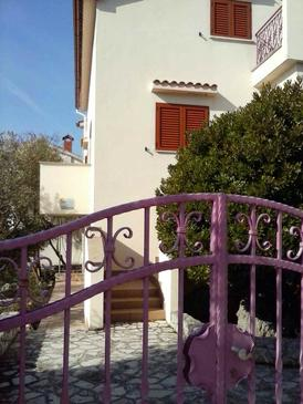 Cres, Cres, Property 12609 - Apartments with pebble beach.