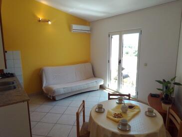 Grebaštica, Jídelna v ubytování typu apartment, dostupna klima i WIFI.
