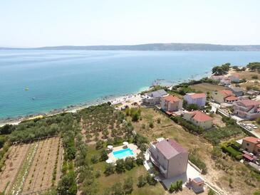 Kaštel Štafilić, Kaštela, Objekt 12627 - Ubytování v blízkosti moře s oblázkovou pláží.