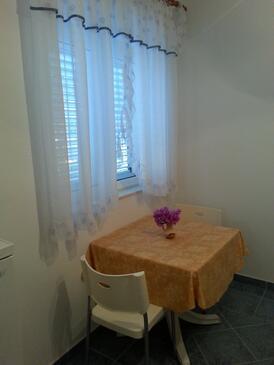 Vinišće, Jídelna v ubytování typu studio-apartment, WiFi.