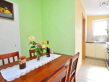 Brodarica, Dining room in the apartment, (pet friendly) and WiFi.