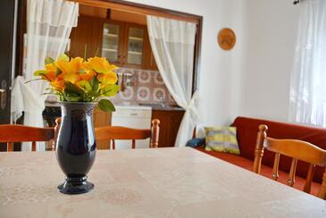 Poljica, Jedáleň v ubytovacej jednotke apartment, dostupna klima i WIFI.