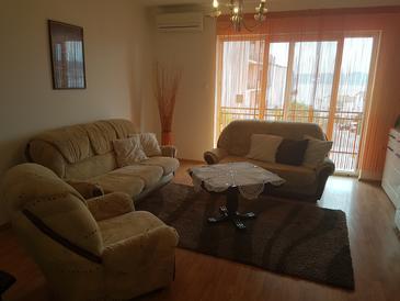 Crikvenica, Obývací pokoj v ubytování typu apartment, s klimatizací, domácí mazlíčci povoleni a WiFi.