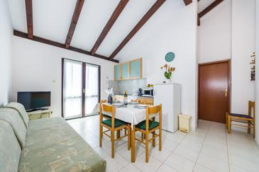 Ždrelac, Dining room in the apartment, air condition available, (pet friendly) and WiFi.