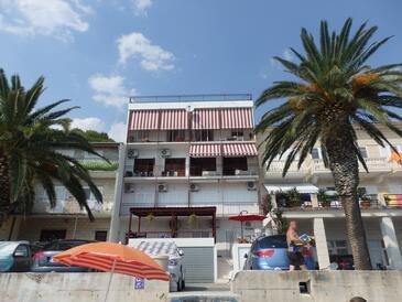 Podgora, Makarska, Szálláshely 12669 - Apartmanok a tenger közelében kavicsos stranddal.