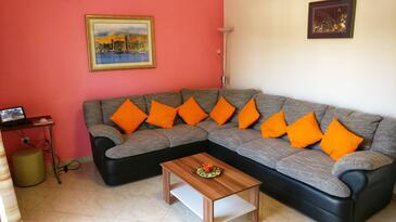 Vinišće, Dnevni boravak u smještaju tipa apartment, dostupna klima i WiFi.