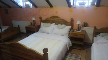 Gredice, Spálňa v ubytovacej jednotke room, klimatizácia k dispozícii, domáci miláčikovia povolení a WiFi.